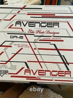 Avenger Sure-Grip skate plate size 2