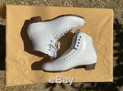 Sure Grip 93 Femmes Taille 8 En Peau De Mouton Langue Blanche Cuir Artistique Skate Boot
